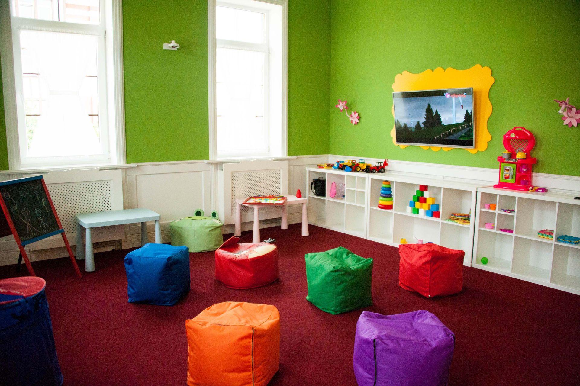 фото Monica Bellucci детская комната