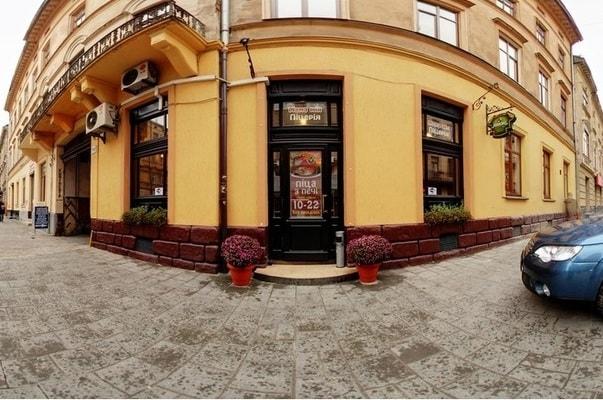 Мама Мія вхід у Львові